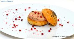 Petits pains au safran fourrés au foie gras